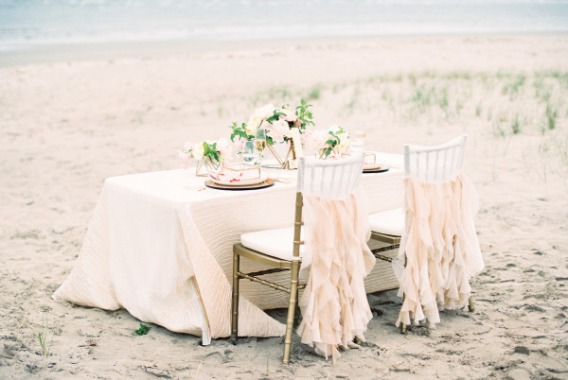 Stunning-Wedding-Shoot-Inspired-by-the-Soft-Colors-of-a-Summer-Sunset-1